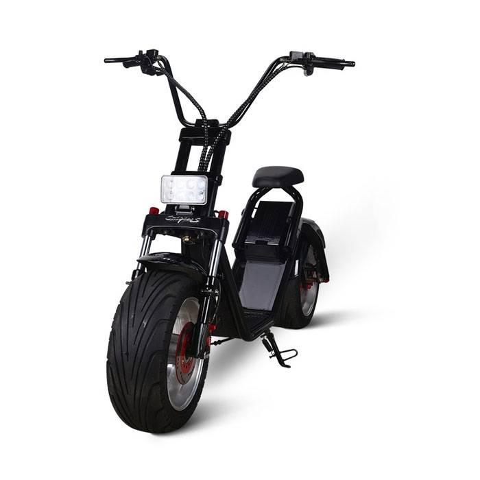 Электроскутер Citycoco Harley LUX черныйЭлектроскутеры<br>Зачем стоять в многочисленных пробках, дышать угарным газом, тратить деньги на бензин и расходные материалы, ведь достаточно просто купить Электроскутер Citycoco Harley LUX и получать удовольствие от поездок. Это совершенно новый вид экологически чистого городского автотранспорта. Запас хода на одном заряде аккумулятора 60-80 км. Этого вполне достаточно для дневного перемещения по достаточно большому городу, такому как Москва или Санкт-Петербург с работы на работу или для поездок в магазин за продуктами. Ма...<br><br>Cтрана производства: Китай<br>Гарантия: 12 месяцев<br>Расчетный срок службы: 10 лет<br>Мощность мотора эл. двигателя (Вт): 1200<br>Рабочие напряжение эл. двигателя (В): 60<br>Крутящий момент (Нм): 75<br>Максимальная скорость (км/ч): 50<br>Запас хода при полном заряде батарей (км/ч): 80<br>Запуск скутера: C ключа, С брелка<br>Фара: LED пучкообразный свет<br>Сигнал поворота: Задний LED, Передний LED<br>Звуковой сигнал: Есть<br>Емкость АКБ (Ач): 12<br>Тип АКБ: Li-ion<br>АКБ: Съемный<br>Ток заряда (А): 2,5<br>Напряжение зарядки (В): 60<br>Время полной зарядки (Ч): 8<br>Индикатор уровня заряда АКБ: Есть<br>Защита от воровства АКБ: Есть<br>Сигнализация: Есть<br>Круиз-контроль: Есть<br>Радиус заднего колеса (дюймы): 12<br>Размер резины заднего колеса (мм): 235/35<br>Размер резины переднего колеса (мм): 205/40<br>Диски: Литые<br>Тип покрышек: Бескамерные<br>Тип тормозов: Дисковые<br>Тормозная система: Гидравлическая<br>Тип амортизаторов: Передние газомасленые<br>Приложение для смартфона: IOS, Android<br>Держатель для смартфона: Есть с функцией заряди АКБ<br>Зеркала заднего вида: Есть (Monster)<br>Цвет рамы: Черный<br>Цвет крыльев: Черный<br>Допустимая макс. нагрузка (кг): до 200<br>Кол-во сидений: 1<br>Длина (см): 181<br>Высота (см): 110<br>Ширина (см): 79<br>Высота по седлу (см): 72<br>Снаряженная масса (кг): 56-60<br>Комплект: Запасные ключи с брелком, зарядное устройство с   сетевым шнуром, инструкция