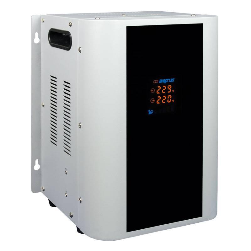 Однофазный стабилизатор напряжения Энергия Hybrid 5000 (U)Стабилизаторы напряжения<br>Высокоточный стабилизатор Энергия Hybrid 5000 U обеспечит надежную защиту электрооборудования в доме от скачков и просадок напряжения. Применяется в сетях 220В  однофазные . Для подключения к трехфазной сети 380В необходимо три таких стабилизатора по одному на каждую фазу. Мощности до 5 кВт вполне достаточно для стабильной работы нескольких маломощных потребителей в небольшом загородном или дачном доме.<br><br>Cтрана производства: Россия<br>Гарантия: 12 месяцев<br>Расчетный срок службы: 10 лет<br>Применение: Для дачи, Для частного дома<br>Тип напряжения: Однофазный<br>Принцип стабилизации: Гибрид, Сервоприводный<br>Мощность (кВА): 5<br>Максимальный ток (А): до 22<br>Режим работы: Непрерывный<br>Способ установки: Напольный, Настенный<br>Тип охлаждения: Воздушное (естественное)<br>Дисплей: LED-дисплей<br>Индикация: Многофункциональная<br>Подключение: Клеммная колодка<br>Режим &quot;БАЙПАС&quot;: Есть<br>Задержка включения: 6 секунд, 180 секунд<br>Предельный диапазон входных напряжений (В): 105-280<br>Рабочий диапазон входных напряжений (В): 135-255<br>Рабочий диапазон выходных напряжений (В): 213-227<br>Номинальное выходное напряжение (В): 220<br>Отклонение выходных напряжений: ±3% (по умолчанию) ±5% (настраивается)<br>Скорость реакции сервопривода: 9 скоростей<br>Скорость регулирования (В/сек): 20<br>Кратковременная перегрузка в течение 10 минут (%): &amp;#8804;30<br>Защита от повышенного напряжения, откл. при: &amp;#8805; 280В<br>Защита от пониженного напряжения, откл. при: &amp;#8804; 105В<br>Защита от перегрева трансформатора, откл. при: &amp;#8805; 120 °С<br>Защита от перегрузки по току: Автоматический выключатель<br>Степень защиты от внешних воздействий по ГОСТ 14254-96: IP20<br>Температура эксплуатации (°С): -5...+40<br>Температура хранения (°С): -40...+45<br>Относительная влажность (%): 95<br>КПД при полной нагрузке (%): 98<br>Габаритные размеры (мм): 280х220х370<br>Вес (кг):